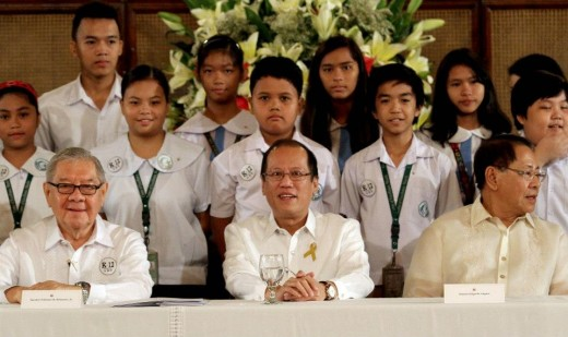 President Benigno S. Aquino III shares the stage with the students from the Center for Excellence (CENTEX) Elementary School for a group photo souvenir during the ceremonial signing of the Enhanced Basic Education Act of 2013. Also in the photo are House Speaker Feliciano Belmonte, Jr. and Senator Edgardo Angara. (Photo by: Rey Baniquet / Malacañang Photo Bureau / PCOO)